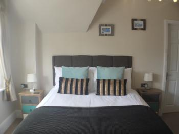 Double or Twin-Comfort-Ensuite with Bath-Street View
