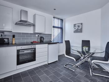 Fabrik Apartments - 82 Holmfield Road - Kitchen and dining area
