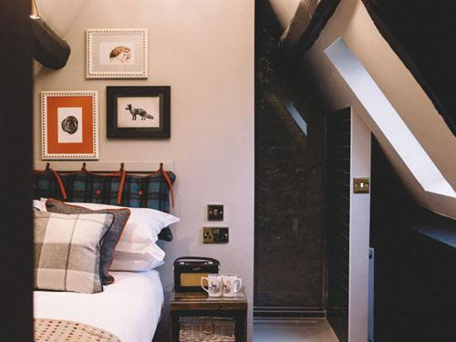 Double room-Ensuite with Shower-The Crows Nest