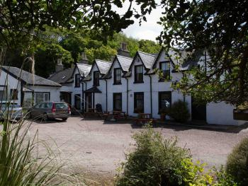 The Gun Lodge Hotel - Car park view