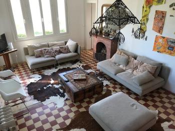 La Villa Vert Bois : le séjour salon.