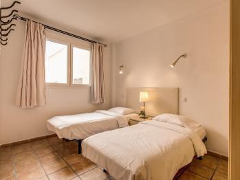 Apartamento-Clásico-Baño con ducha-Balcón-Patio Granada 6