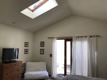 Pisces - Futon & skylight