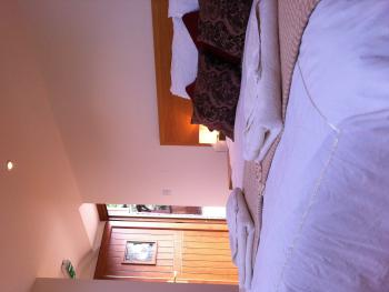 Double or Twin-Classic-Ensuite-Room 1
