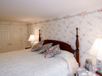 Queen-Ensuite-Premium-Main Inn Room 2