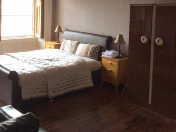 Double room-Shared Bathroom-City View - Base Rate