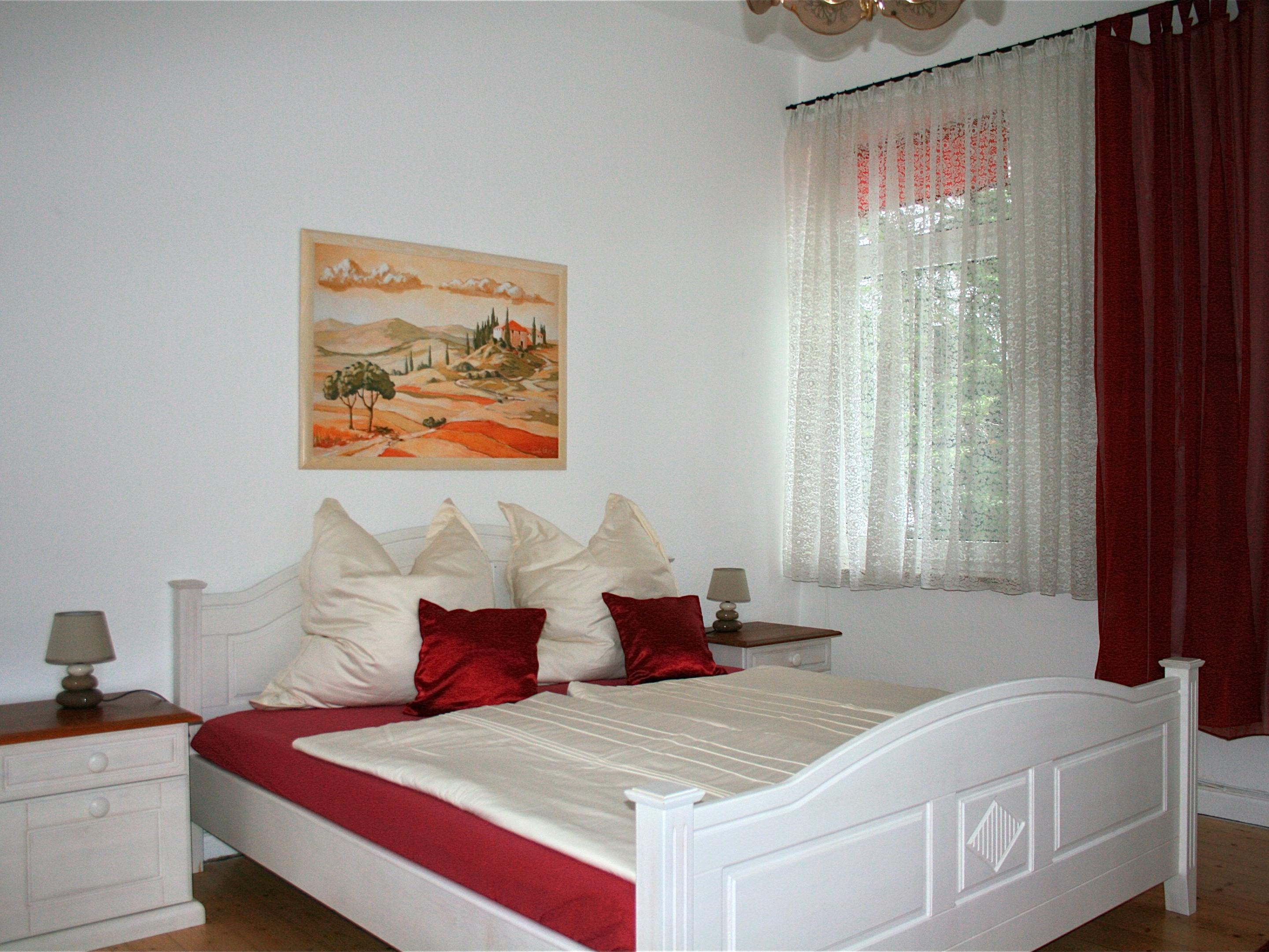 Apartment-Standard-Eigenes Badezimmer-Gartenblick