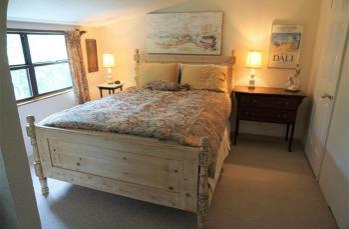 Moonglow - queen guestroom
