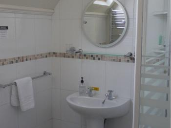 Room 7 en-suite shower room