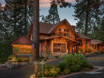 Welcome to beautiful Cedar Glen Lodge!