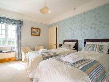 Room 4 – Twin or Super-King En-suite - Single Night - BREAKFAST INCLUDED