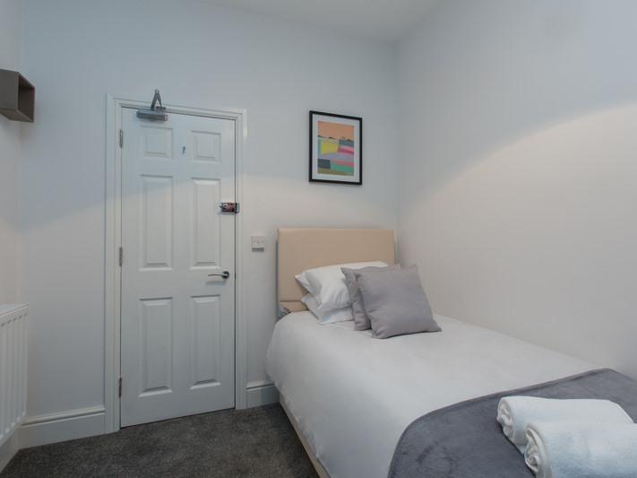 Single room-Shared Bathroom-Room 5 - Base Rate