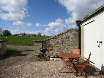 Aln Valley Cottages - Courtyard View outside The Coach House