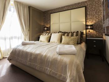 Luxurious Braemore City Centre Apartment - Master Bedroom