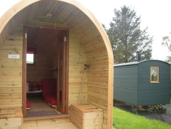 Hut-Private Bathroom-and Pod