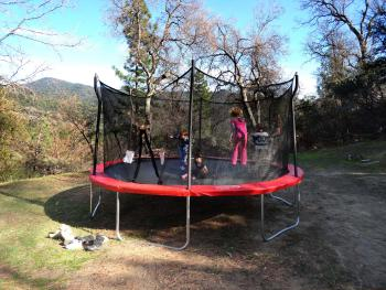 Evergreen Haus - Yosemite Lodging - Trampoline