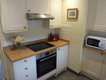 Fully equipped kitchen with hob, oven and grill