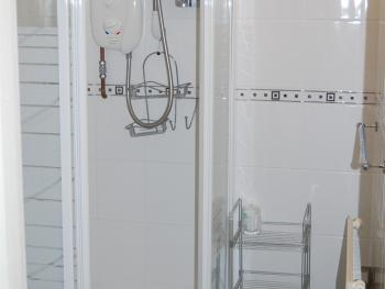 Shower room for en-suite double with shower