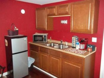 Cranberry Bog Suite Kitchenette