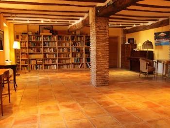 Salón biblioteca y salón de reuniones