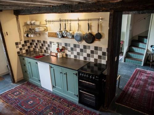 Guest kitchen.