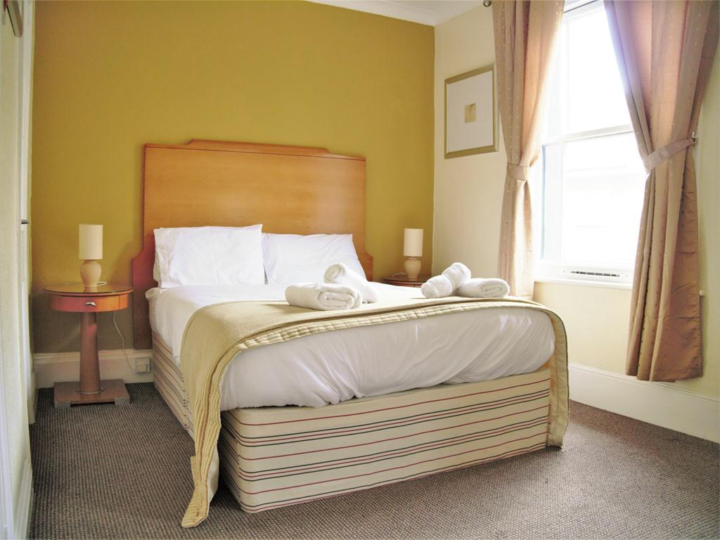 Double room-Ensuite-Economy - Base Rate