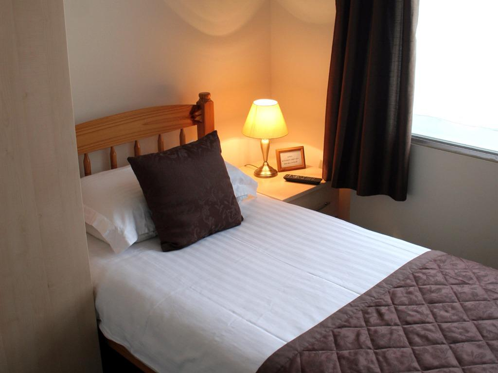 Single room-Ensuite-Room Only (No Breakfast) - Base Rate