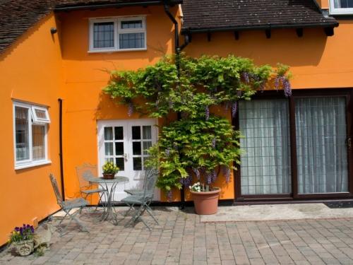 front of house showing en-suite