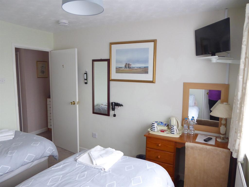Twin room-Private Bathroom-Not Ensuite