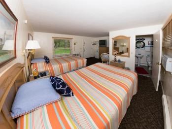 Hillside Room 08-Quad room-Ensuite-Premium