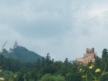 Vue sur les châteaux depuis le village