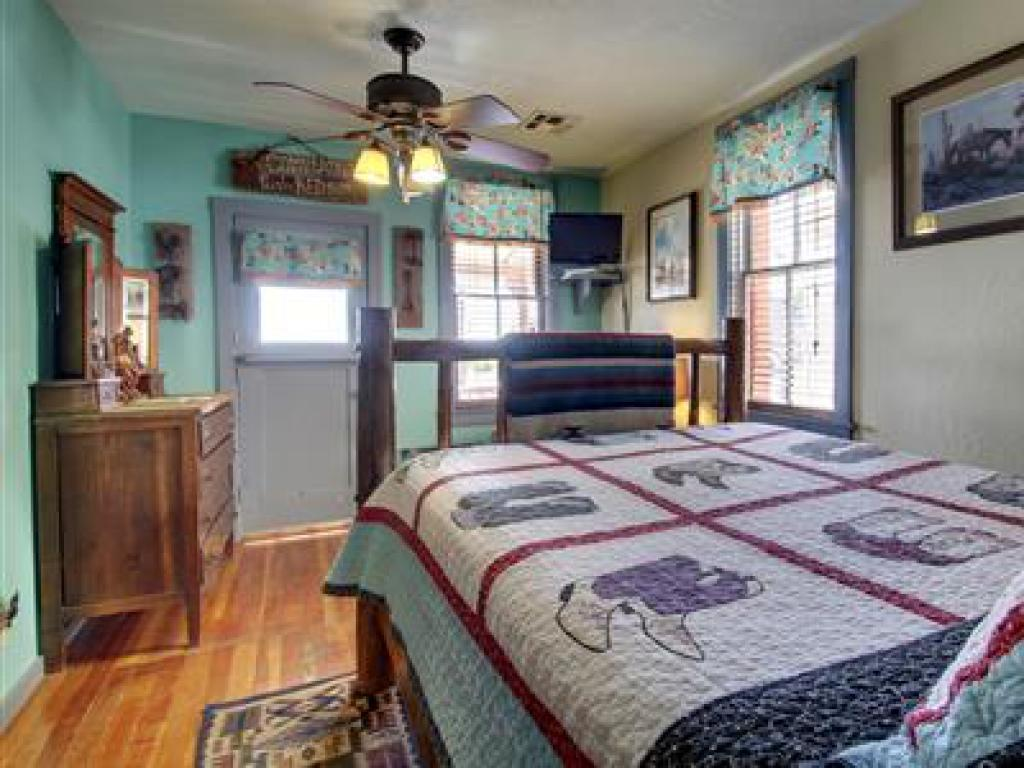 Western -Double room-Ensuite-Standard-Mountain View