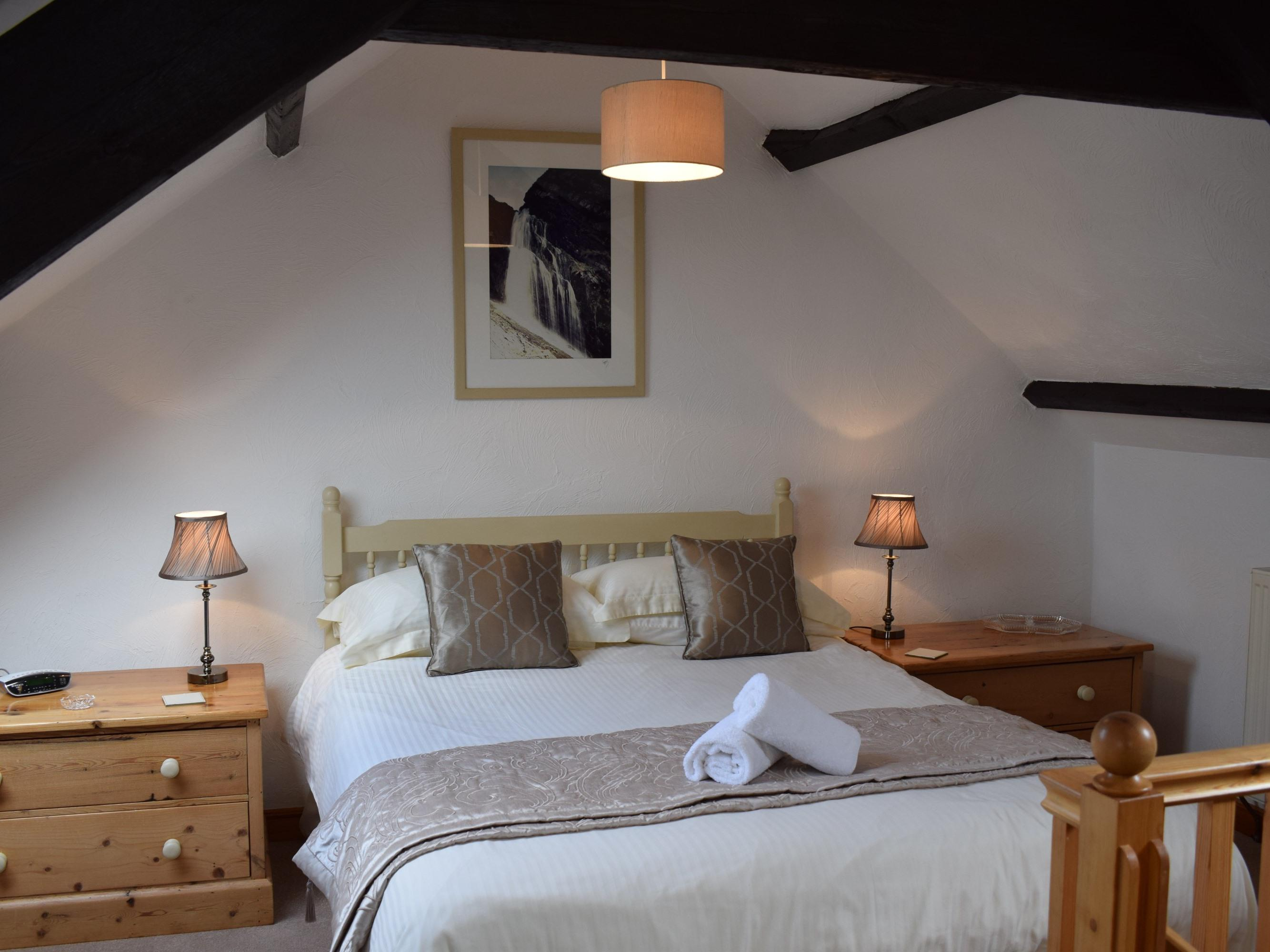 Luxury Cottage with En-suite Shower and Garden Views - Japonica Cottage