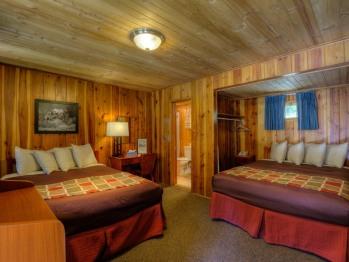 #42 Two Queen Bed Duplex-Cabin-Private Bathroom