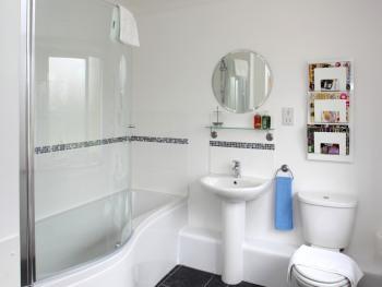 Cowman's Cottage Bathroom