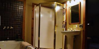 Whitetail Room Bathroom at Bear Mountain