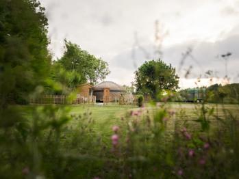 The Yurt at Hollands Farmhouse - The Yurt at Hollands Farmhouse