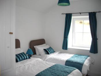 Cottage-Private Bathroom-Dan-y-Castell -Sleeps 5
