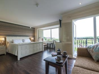 Suite-Executive-Ensuite with Bath-Sea View