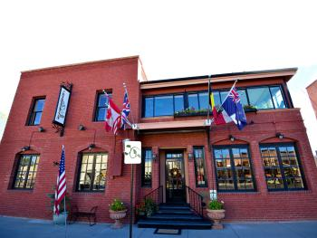 Historic & elegant hotel in downtown Cody, WY