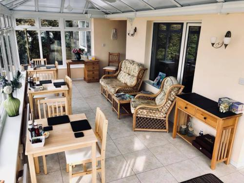 Pinewood Bed and Breakfast - Garden View, Breakfast Room and Conservatory