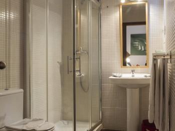 Baño Habitación Cuádruple Económica