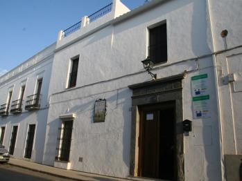 Antigua casa de pueblo restaurada. Junto a la Plaza principal.