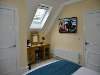 Double room-Economy-Ensuite with Shower-Room 13