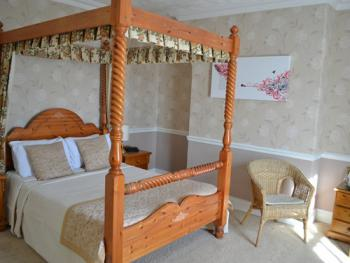 Double-Luxury-Ensuite-Four Poster room 8