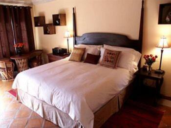 Mata Ortiz Room