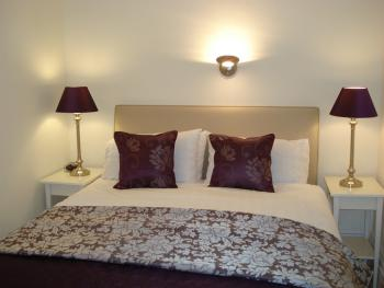 Ground floor - King Size Bed - en-suite,  room for a cot