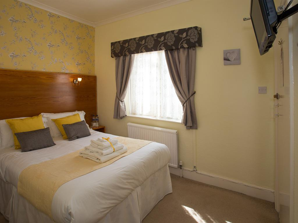Double room-Ensuite-Small-patio view - Base Rate