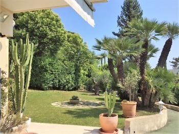 Jardin privatif de l'appartement locatif le St Georges : 520m² arborisés