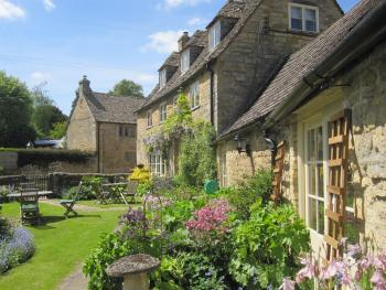 The Guiting Guest House - Early Summer